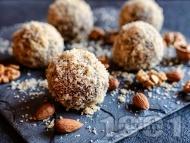 Рецепта Бонбони бисквитени топчета с орехи, какао и мед